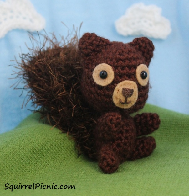 crochet-squirrel-by-squirrel-picnic